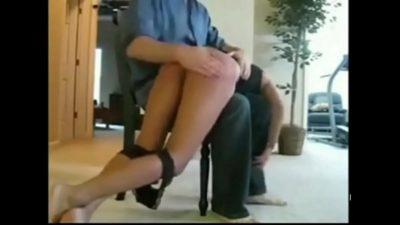 Страстные давалки обслуживают нескольких мужчин одновременно - порно фото